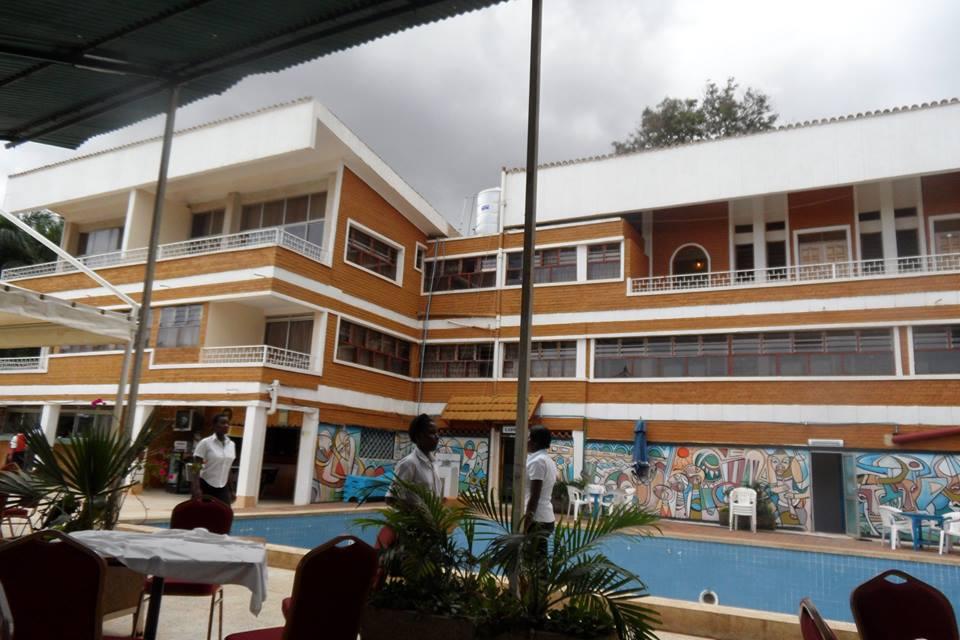 Swimming pool facilities at Hotel International