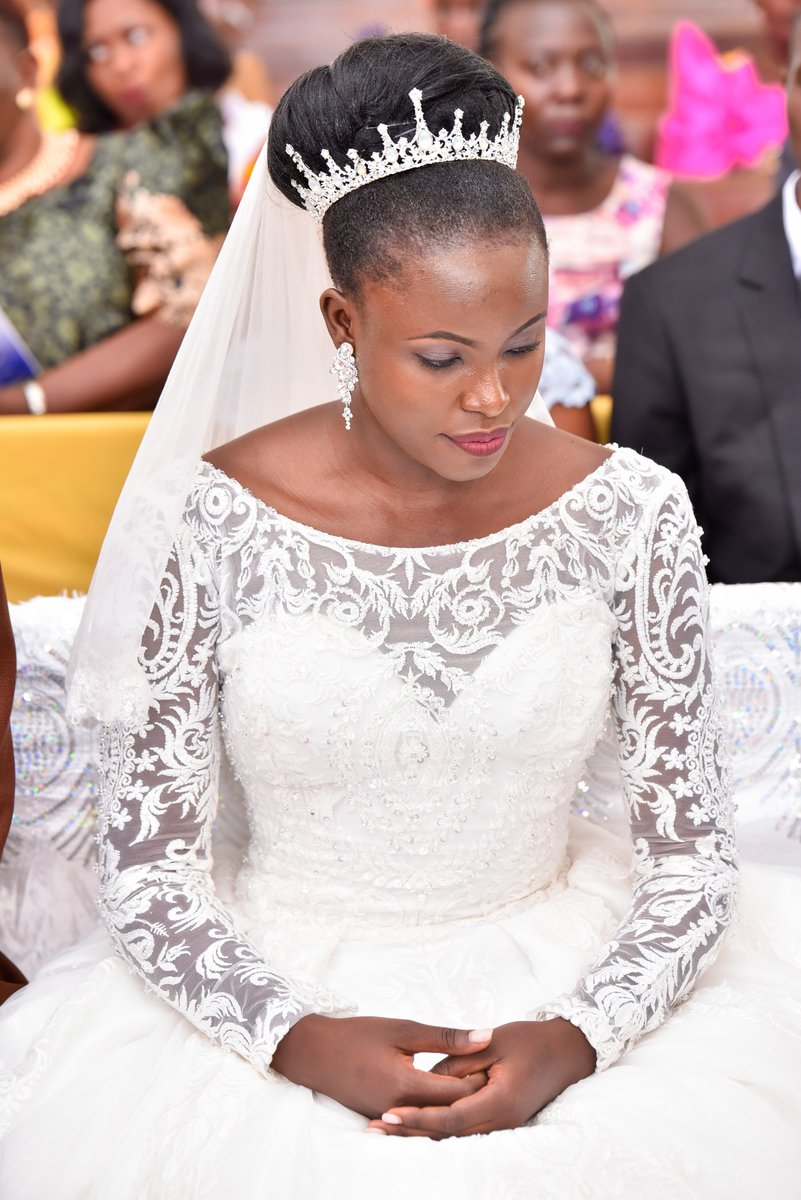 Such a cute bride, wedding shots by Lenz Media