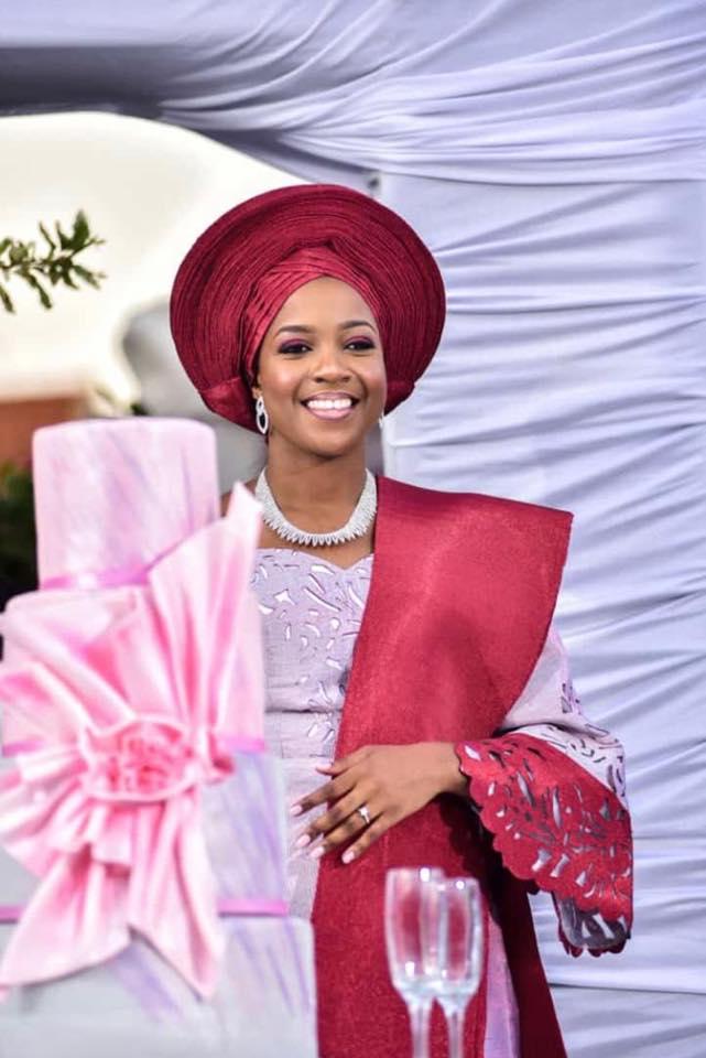 A bride clad in the Nigerian wear, makeup by Dazzle Me