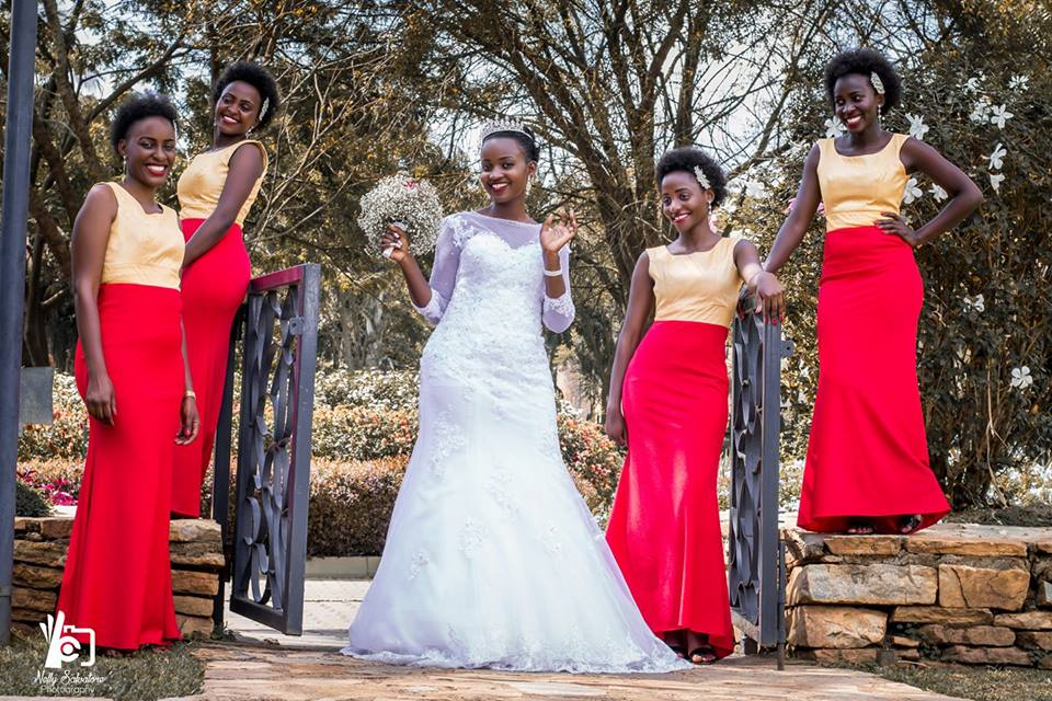 A bride and her maids, shots powered by Nelly Salvatore Photography