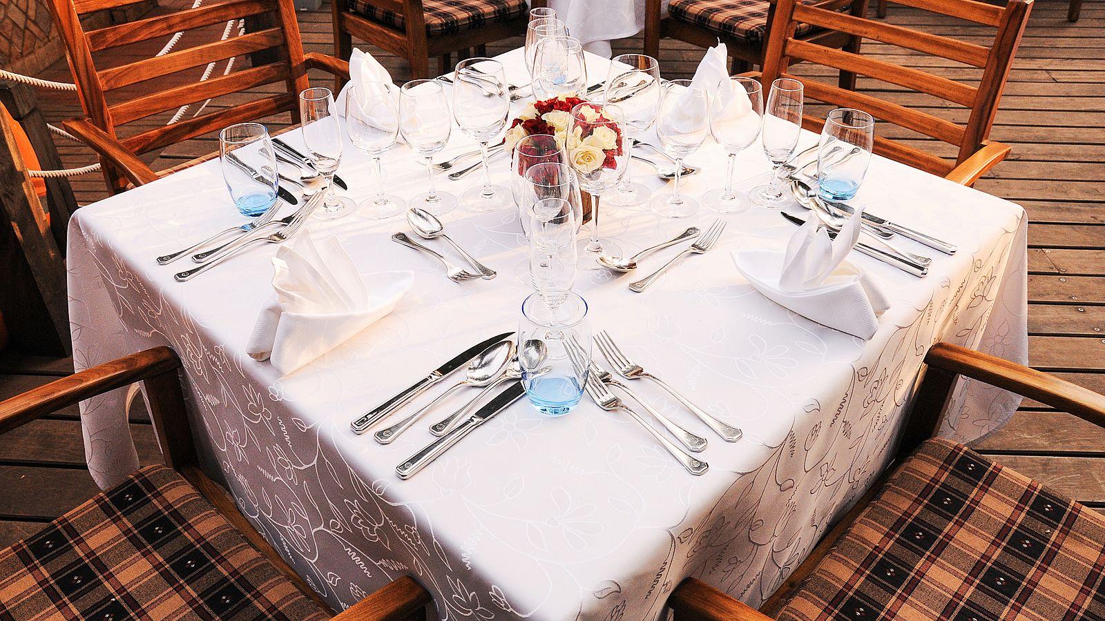 Sheraton Hotel Seven Seas Restaurant Table Setting