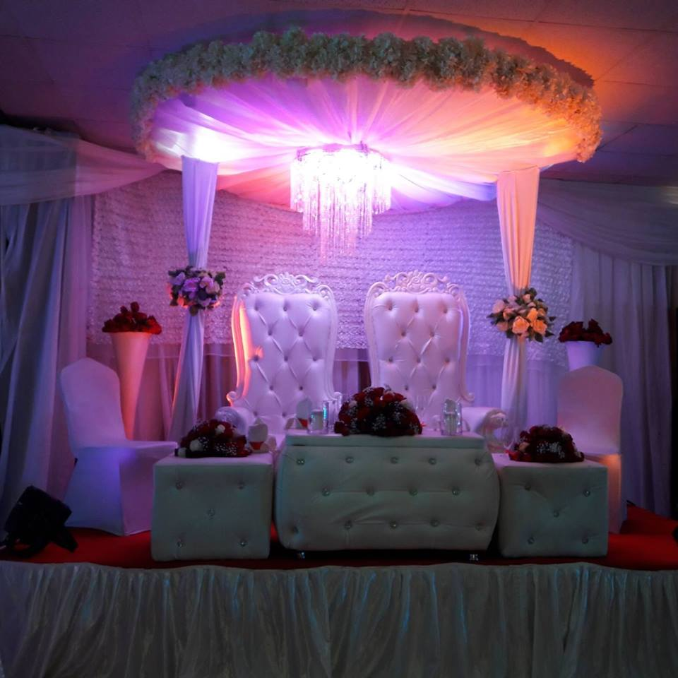 Simple high table bridal decorations at Rivonia Suites