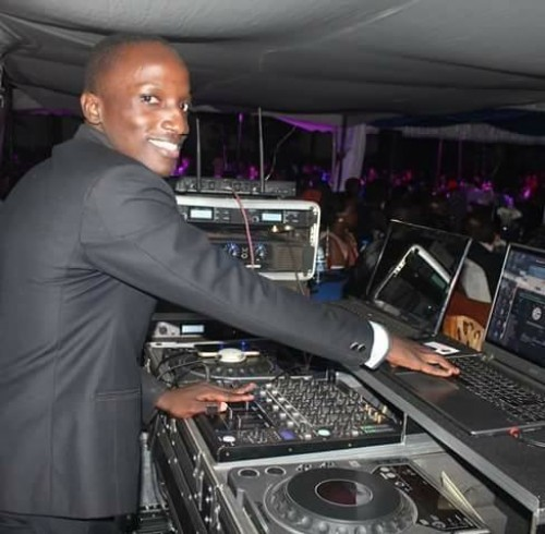 Selector Cendrick on Boss Sounds with Selector Cendrick on the turntables