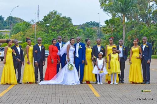 Brian & Faith with their entourage at the wedding photo shoot by Photo Artistik