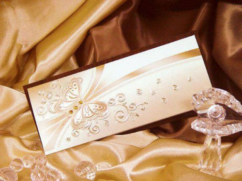 A well designed wedding invitation cake made by Chic Design