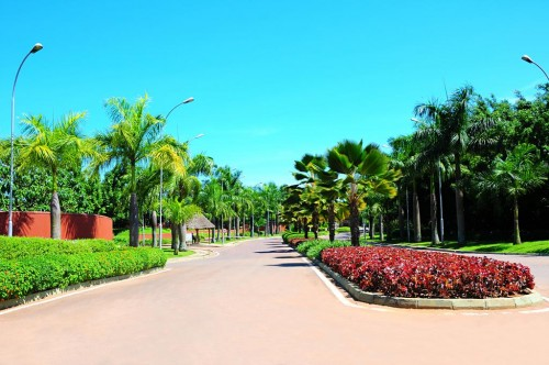 The all green Entrance into Speke Resort Munyonyo