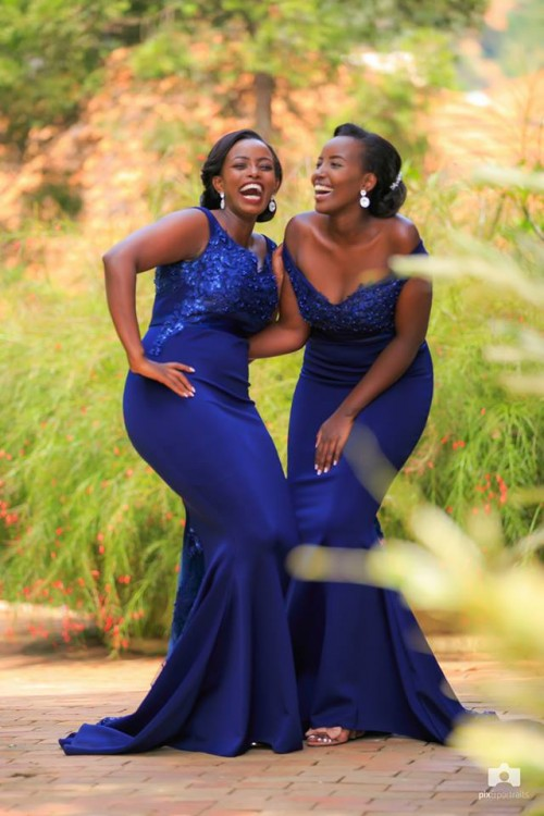 Bridesmaids clad in blue dresses, shots by Mohsen Taha Photography