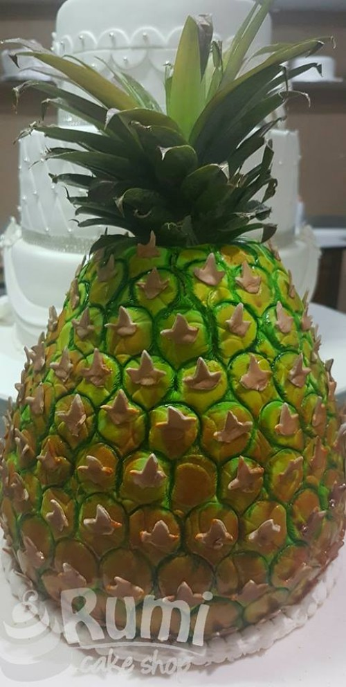 A pineapple inspire cake by Rumi Cake Shop