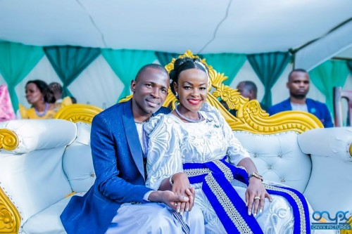 Dorah introduces Emma, traditional wedding shots by Onyx Pictures