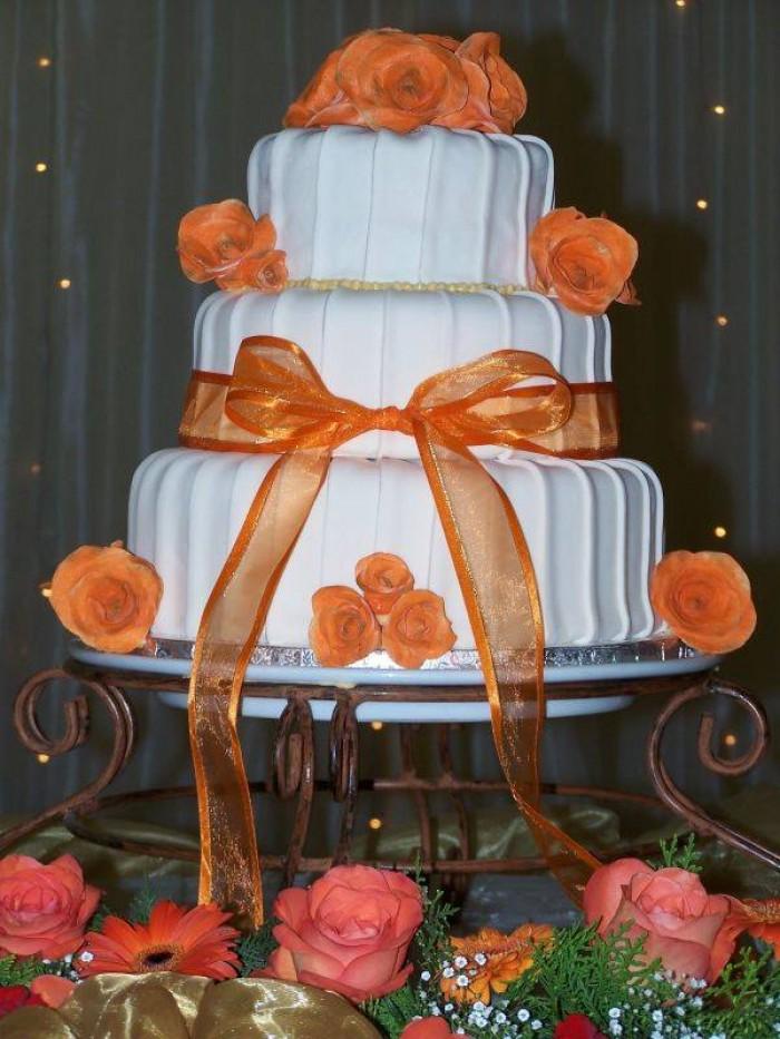 Beautiful wedding cake supplied by Elieonai Cakes