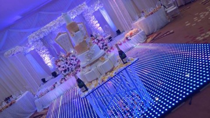 Wedding cake set up by Bloven Event