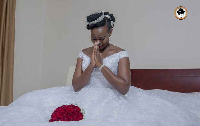 A bride in a moment of prayer - Photo by Ken's Shot Photography