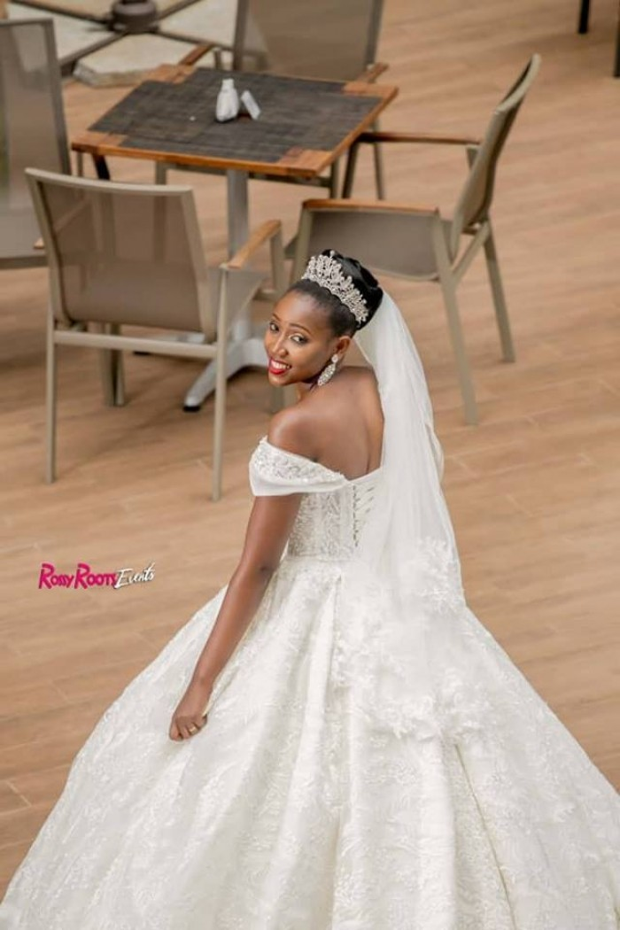 Brillian had a glowing look on her wedding day, shots by Rossy Roots Photography