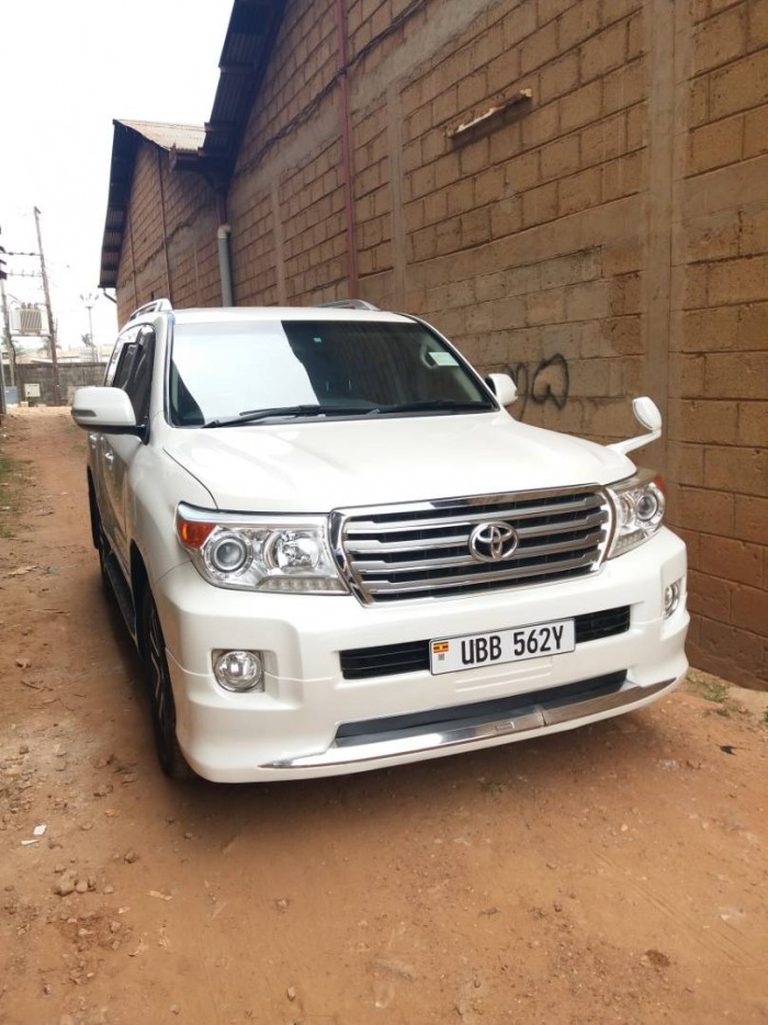 The Toyota Land Cruiser V8, Wedding Car Hire Uganda