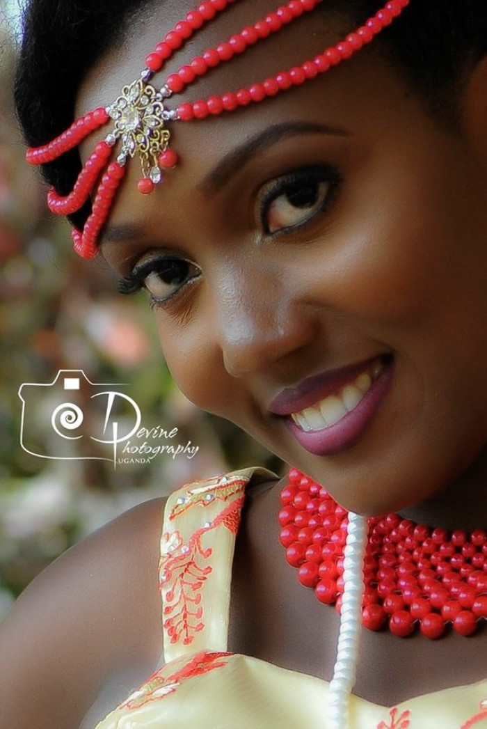A gorgeous bride wearing read pearls at her Kuhingira
