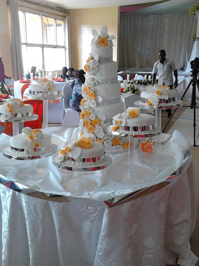 A wedding cake supplied by Moze Decoration World