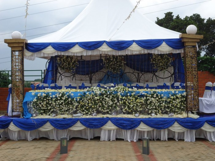 Lovely blue and white high table decorations at Mawanda Royal Gardens