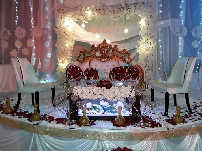 High table wedding decorations at Silver Springs Hotel