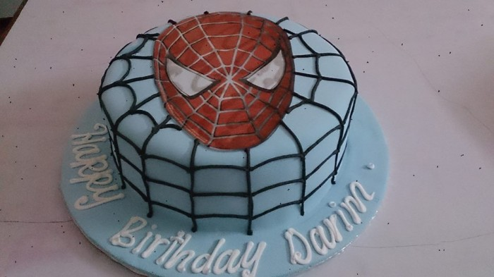 A spider-man inspired birthday cake by Real Cakes Uganda