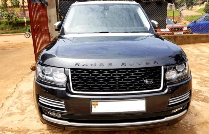 The luxurious Range Rover for a wedding car
