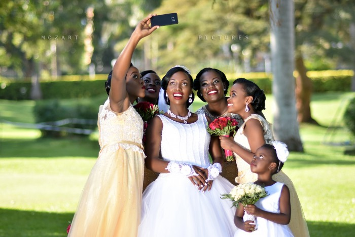 Racheal and Bridesmaids Wedding Selfie Moments