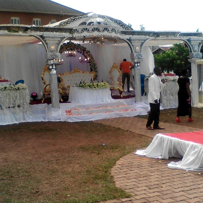 High table Decor by Crystal Events