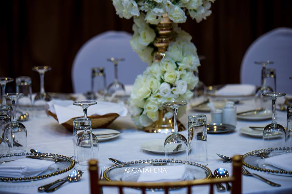 Beautiful table set-up by Catahena Decor & Wedding Planners
