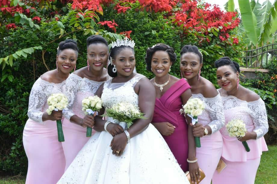 A beautiful bride and her maids, photo by AKimTec Digital World