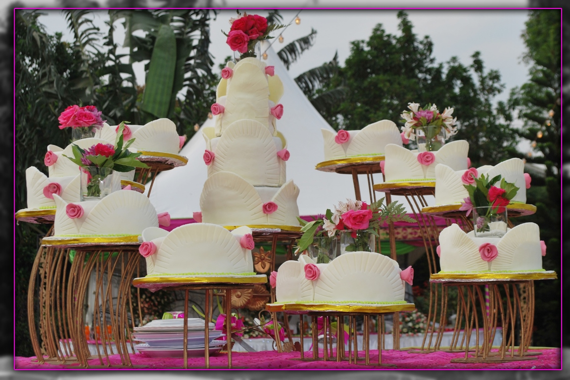 A wonderful wedding cake supplied by Jari Events & Confectionary