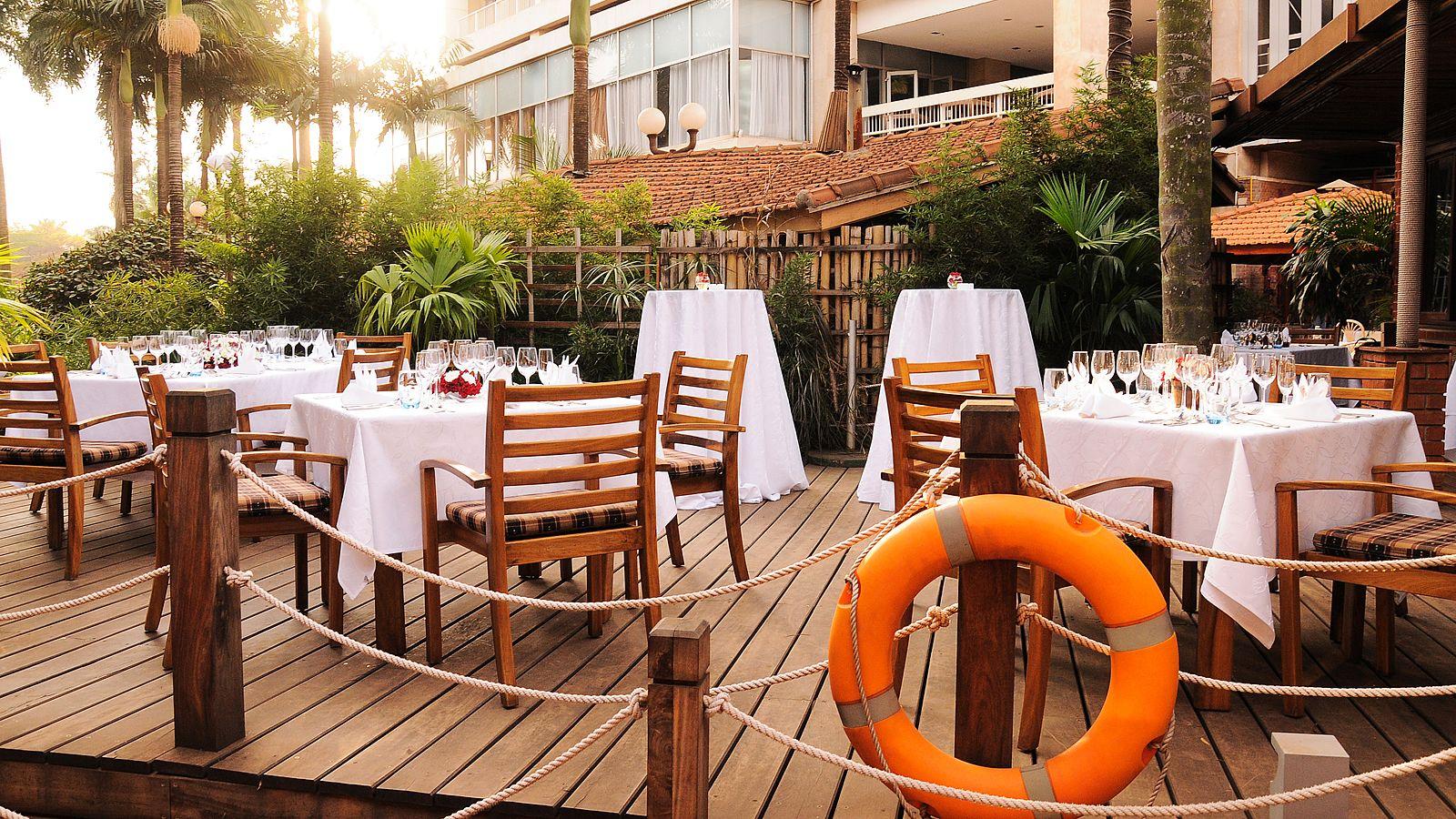 Sheraton Hotel Seven Seas Restaurant Outside Deck