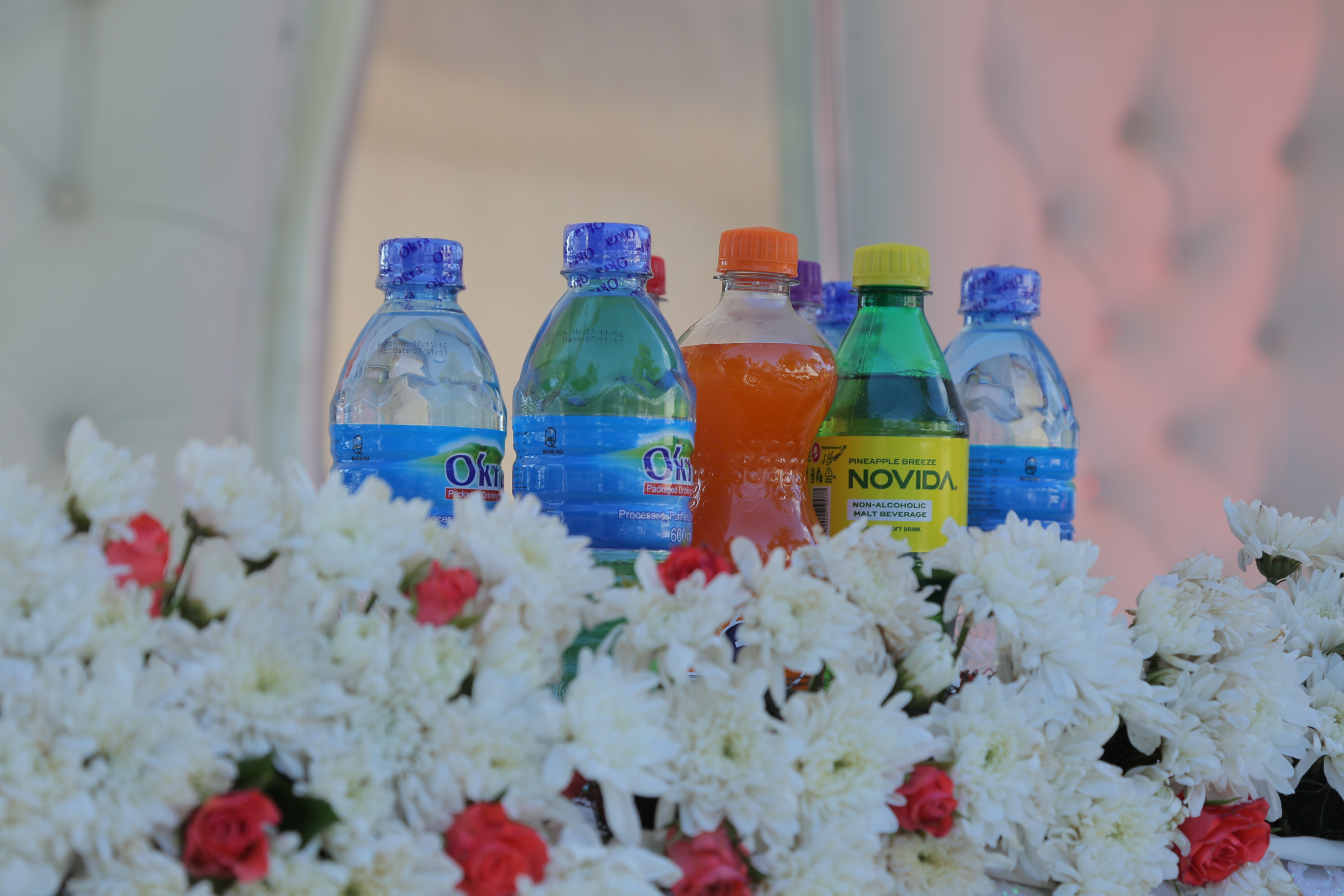 Soft drinks and table decorations with Jari Events & Confectionary