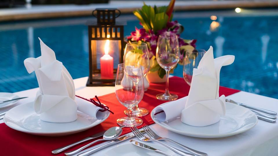 Get the perfect ambiance at Royal Suites' pool side venue
